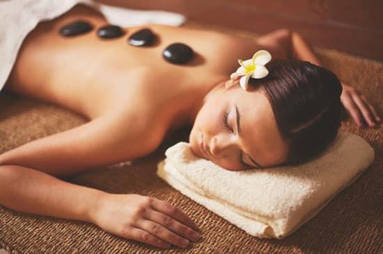 masaje de piedras para el cuerpo